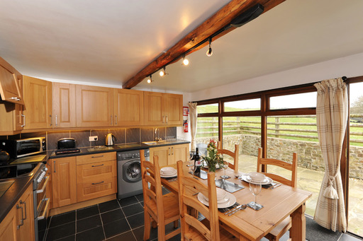 Woodcutters Cottage Dining and Kitchen Area